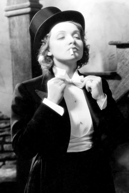 Film_set_photograph_of_Marlene_Dietrich_for_Josef_Von_Sternberg_s_film_production,_Morocco._c1929._IMGUR.